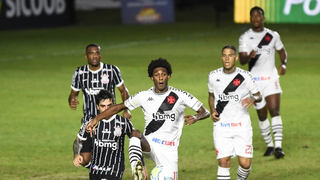 21-1- Everaldo marca no fim, e Corinthians vence o Vasco em São Januário