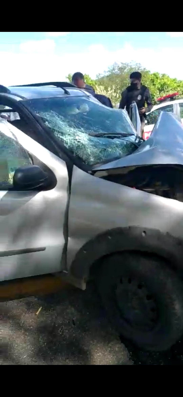 Screenshot_2020-12-10-10-33-01-194_com.whatsapp Motorista perde controle de carro e colide com árvore em Monteiro