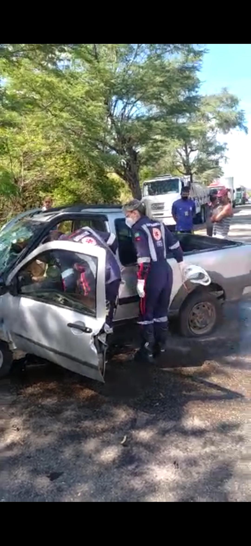 Screenshot_2020-12-10-10-33-16-129_com.whatsapp Motorista perde controle de carro e colide com árvore em Monteiro
