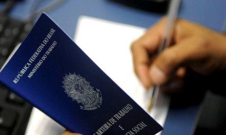 carteira_de_trabalho_Desemprego Desemprego recua para 13,9% no 4º trimestre, segundo o IBGE