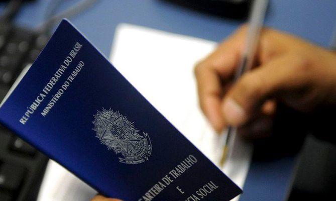 carteira_de_trabalho_Desemprego-669x400 Sine de João Pessoa tem 139 vagas de emprego; 20 são para agentes de vendas