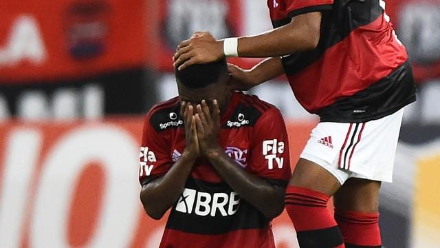 66 Flamengo vence o Nova Iguaçu com golaço de Max nos acréscimos, na estreia do Carioca
