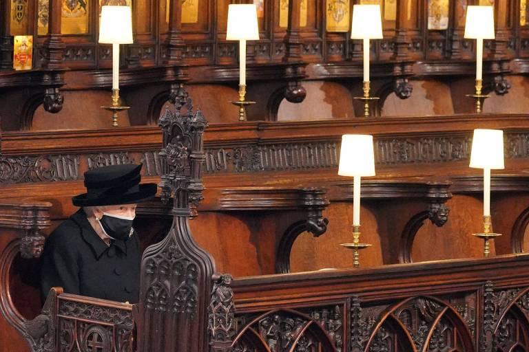 1618674303607b027fad14a_1618674303_3x2_md Imagem da rainha Elizabeth isolada em funeral do marido gera comoção nas redes sociais