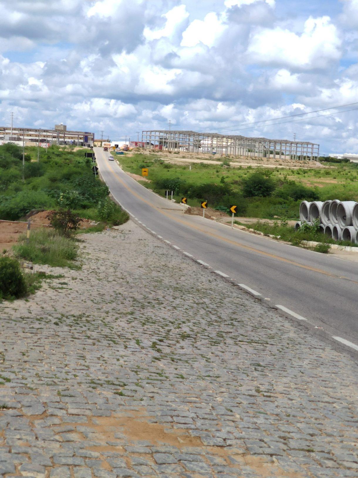 1619348328233-scaled Buraco na pista leva risco a motoristasem Monteiro