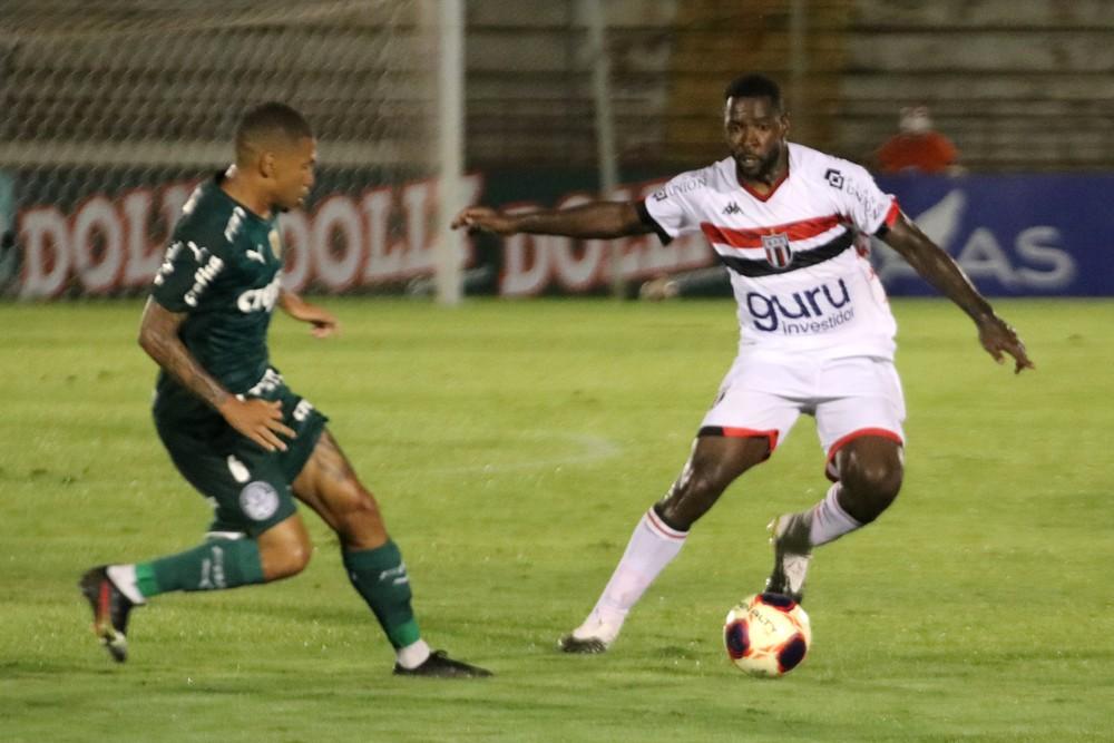 4 Apesar de considerar Botafogo-SP melhor contra Palmeiras, Victor Bolt valoriza empate