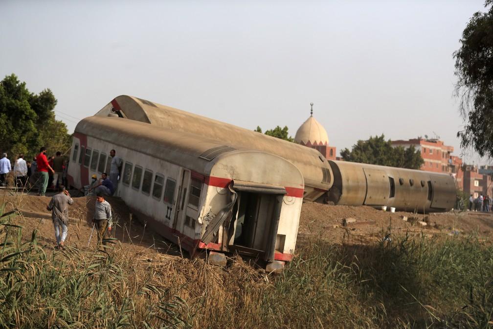 cairo-04 Trem descarrila e deixa 11 mortos e mais de 90 feridos no Egito