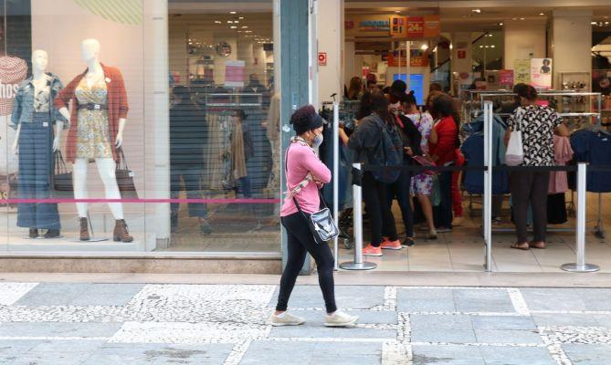 EMPREGO-669x400 Economista prevê queda do desemprego com aumento da vacinação