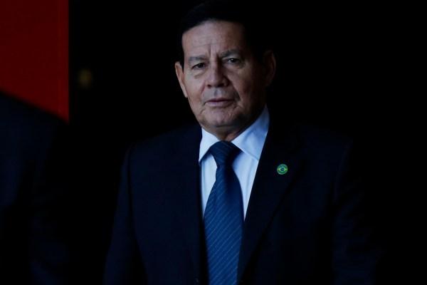 WhatsApp-Image-2021-02-22-at-11.04.21-3-600x400 Mourão afirma que Economia precisa 'abrir as pernas' para contratação de temporários