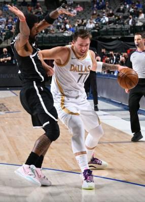 gettyimages-1232732556-286x400 Mavericks batem os Nets, que chegam à quarta derrota seguida