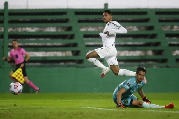 """gettyimages-1316361127-600x400 Rony faz dois gols e agradece """"irmão"""" Luiz Adriano em vitória do Palmeiras na Argentina"""