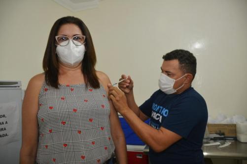 Profissionais-de-Educacao-6 Profissionais da educação da Rede Municipal de Monteiro recebem a primeira dose da vacina contra Covid-19
