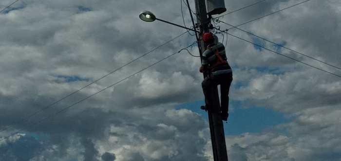 SECRETARIA-DE-AGRICULTURA-INTENSIFICA-SERVICOS-DE-REPOSICAO-DE-LAMPADAS-SILAGEM-E-ABASTECIMENTO-DAGUA-1-700x331 Secretaria de agricultura intensifica serviços de reposição de lâmpadas, silagem e abastecimento d'água