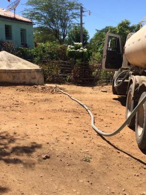 SECRETARIA-DE-AGRICULTURA-INTENSIFICA-SERVICOS-DE-REPOSICAO-DE-LAMPADAS-SILAGEM-E-ABASTECIMENTO-DAGUA-4-300x400 Secretaria de agricultura intensifica serviços de reposição de lâmpadas, silagem e abastecimento d'água