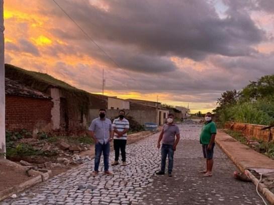 WhatsApp-Image-2021-06-16-at-10.21.16-AM Prefeito Dr. Augusto Valadares visita obras de pavimentação em Ouro Velho