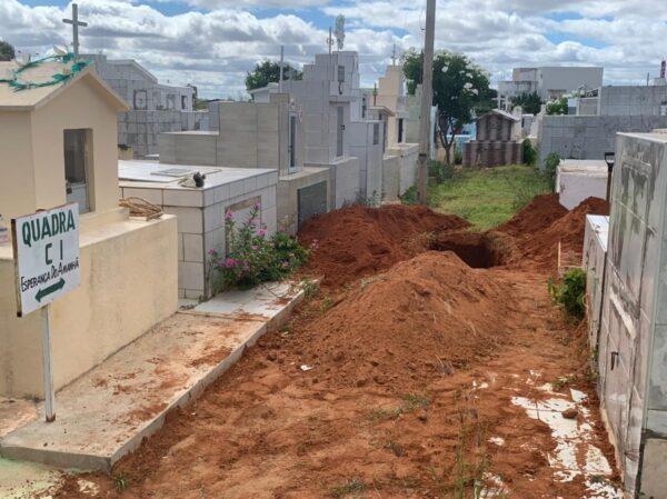 b48506a8-4464-46c8-b4e1-bf6e7e4e7826-600x449-1 Cemitério de Serra Branca não tem mais onde enterrar seus mortos e valas estão sendo abertas nas avenidas