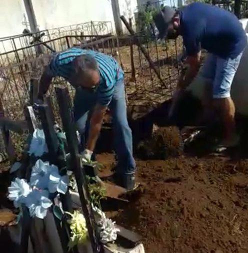 vlcsnap-5668-09-03-15h04m52s975-e1623271016716 Sem coveiro em cemitério, família tem que enterrar parente que morreu de Covid-19, na Paraíba