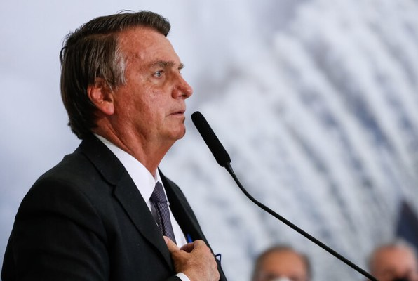 20210719144600_51309739956-d7bc4fbd42-c-1--596x400 Bolsonaro cogita desistir da eleição de 2022 se não tiver voto impresso