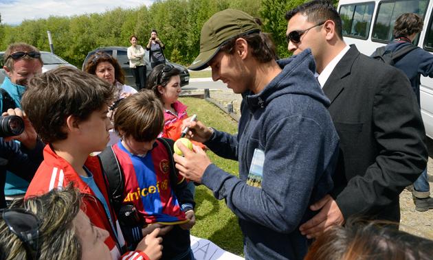 Rafael Nadal firma autografos en El Calafate - Foto: OPI Santa Cruz/Francisco Muñoz
