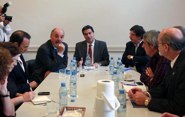 Los Ministros del gobierno nacional reunidos con los gremios docentes - Foto: Presidencia