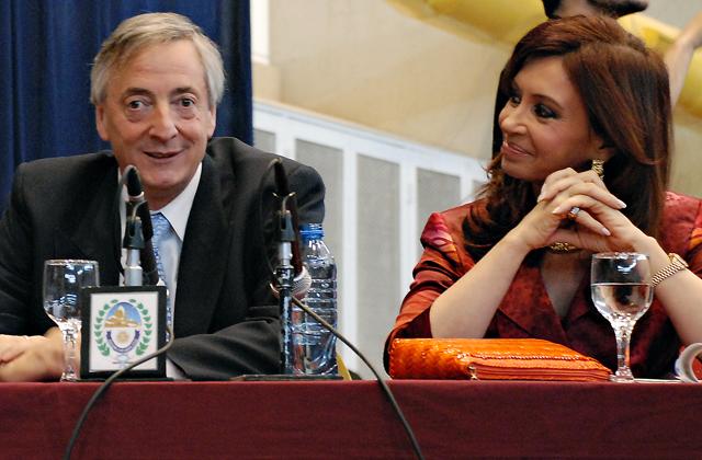 Néstor Kirchner Presidente de la Nación acompañado por Cristina Kirchner quien había sido elegida para sucederlo - Foto: OPI Santa Cruz/Francisco Muñoz