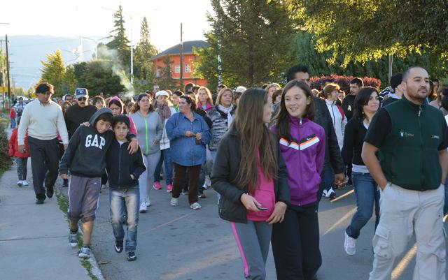 La marcha de vecinos de Los Antiguos - Foto: Prensa Los Antiguos