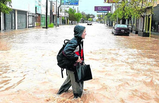 La gran tormenta sumó otros dos muertos y ahora amenaza al Litoral - Foto: Clarín