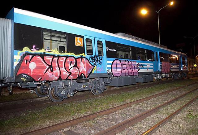 Ira de Randazzo por los grafitis en los coches nuevos del tren Sarmiento