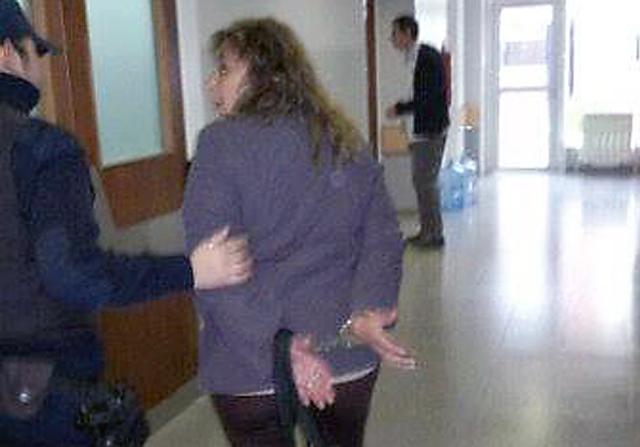 Susana Blaqui en el momento que es detenida en la Municipalidad de Las Heras - Foto: Partido Obrero