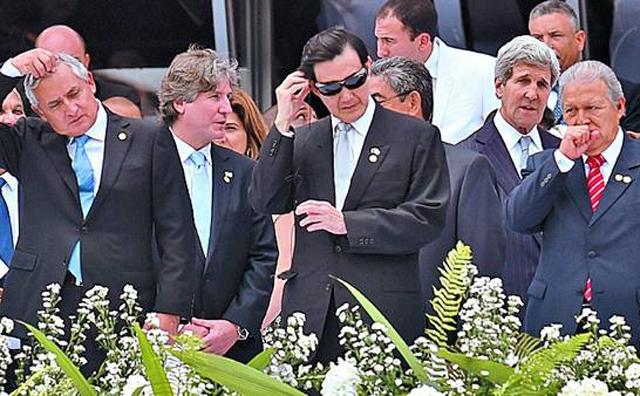 Boudou llega de Panamá y asume la Presidencia