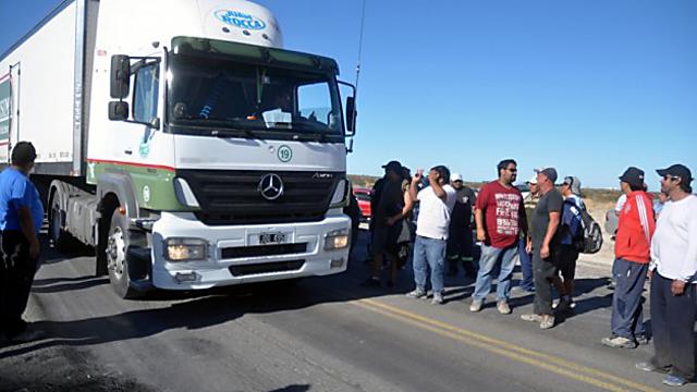 Cuidadores de barcos de Aplesca SA cortaron la ruta y aparecieron 750 mil pesos