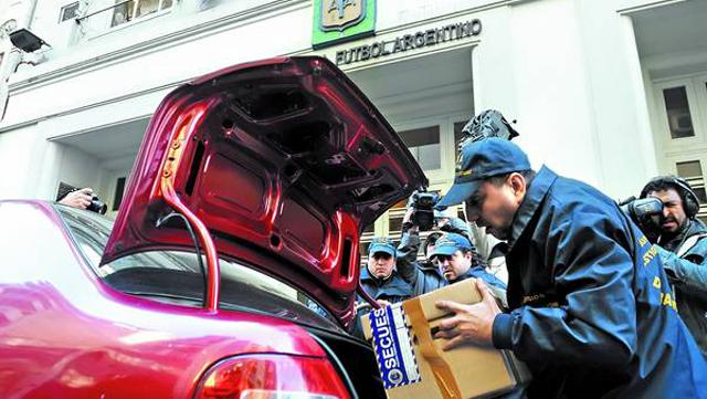 Investigan si hubo desvíos de dinero de Fútbol Para Todos  - Foto: Clarín/Maxi Failla