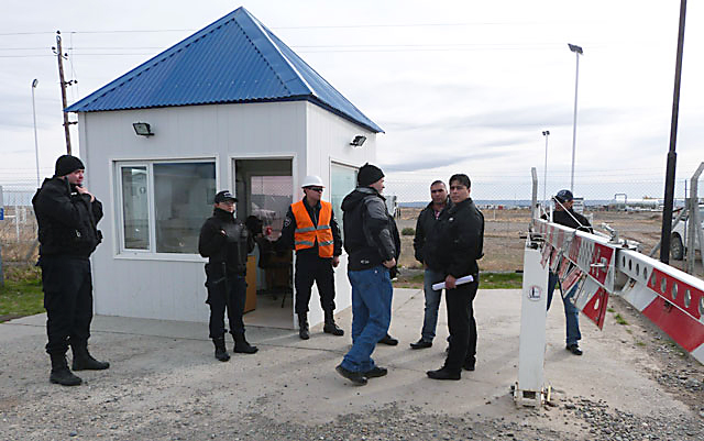 El sindicato de petroleros en el ingreso de la empresa Sinopec - Foto: Prensa sindicato