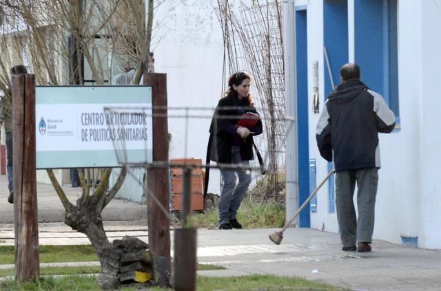 Rocío García ingresa esta mañana al centro articulador de politicas sanitarias - Foto: OPI Santa Cruz/Francisco Muñoz