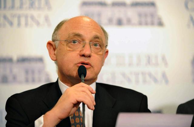 Timerman amenazó con expulsar al jefe de la embajada de Estados Unidos