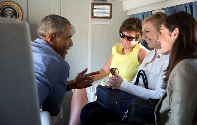 "Obama no debe repetir el ""disparen, apunten, preparen"" de Bush - Official White House Photo by Pete Souza"