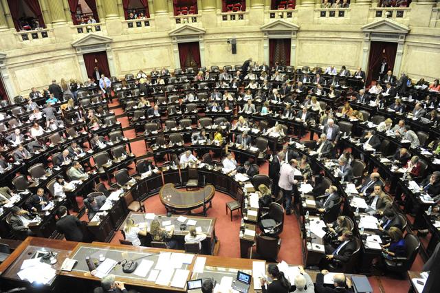 En medio de denuncias y escándalos, sancionaron el nuevo Código Civil