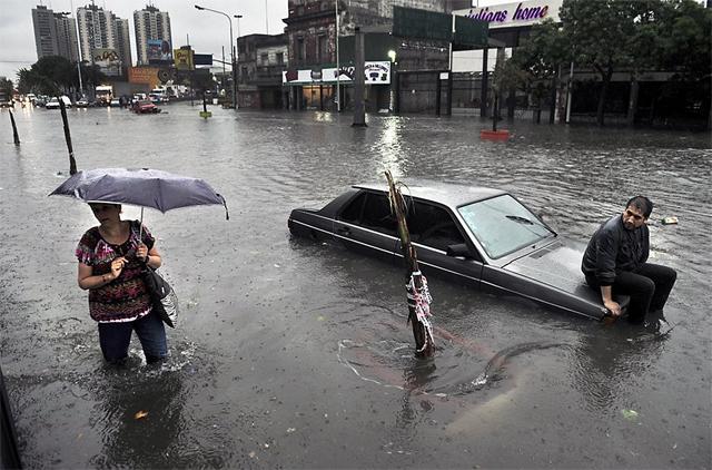 El fuerte temporal dejó 1000 evacuados y 400.000 personas sin electricidad