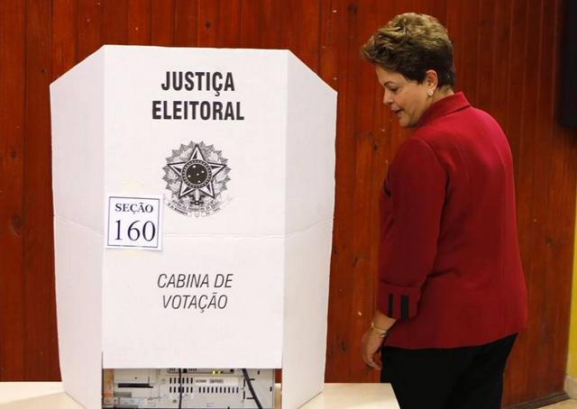 """Dilma ya hace campaña: """"No queremos los fantasmas del pasado"""""""