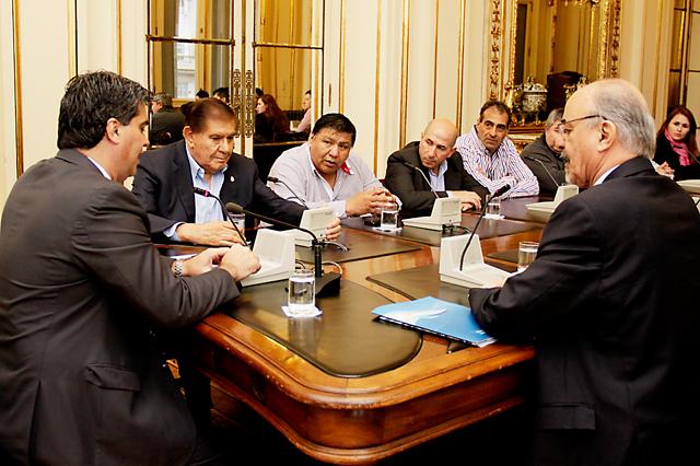 Sin acuerdo, cuarto intermedio y un bono sobrevolando el conflicto petrolero