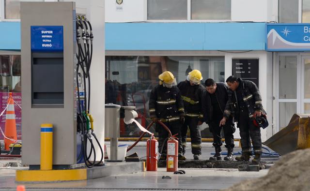 Obrero internado por una explosión en estación de servicio