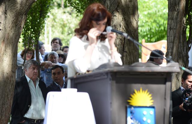 Ricardo Barreiro en lugar privilegiado junto al chofer de la Presidenta en un acto en El Calafate – Foto: OPI Santa Cruz/Francisco Muñoz