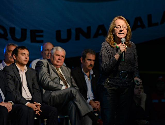 Alicia Kirchner se prueba el traje de candidata en Santa Cruz, pero el sastre no es el mejor: Fernando Cotillo