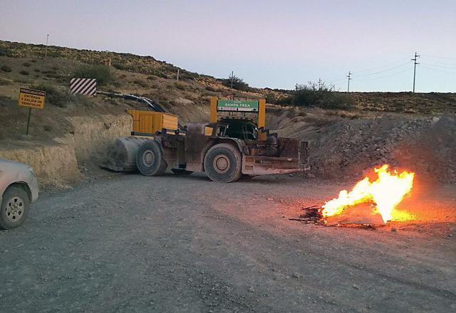 Los trabajadores Jerárquicos de la Minera Santa Cruz realizan un paro en el yacimiento - Foto: OPI Santa Cruz
