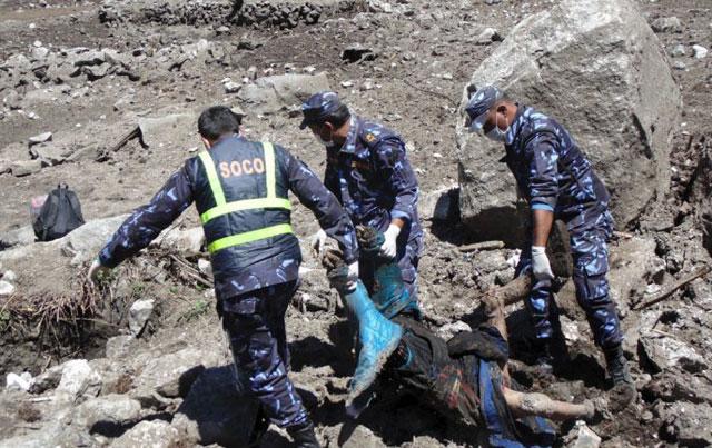 Dos semanas después del devastador terremoto, un sismo de 7,4 grados sacude a Nepal