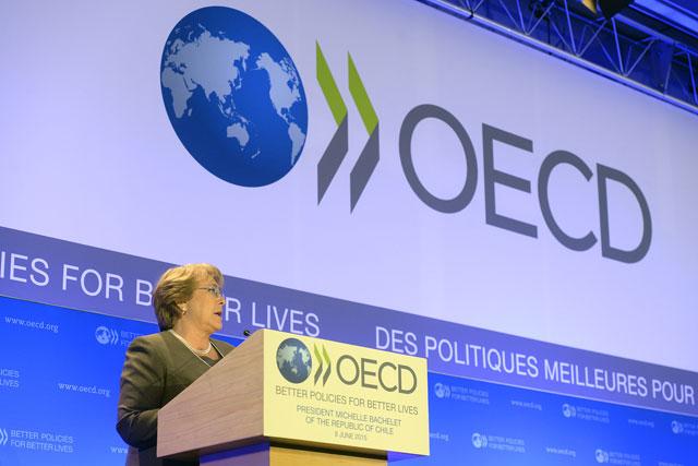 """Bachelet marca diferencias: """"Chile es un país serio"""""""