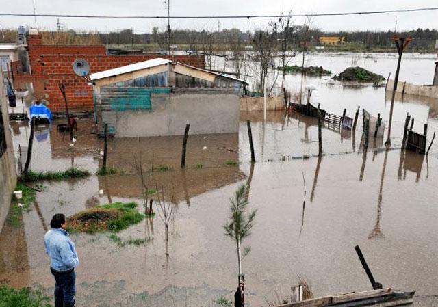 Sube el río Luján y hay 2.000 evacuados en toda la Provincia