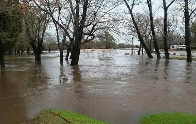 Ya hay 1.600 evacuados en Provincia y seguirá lloviendo en todo el país