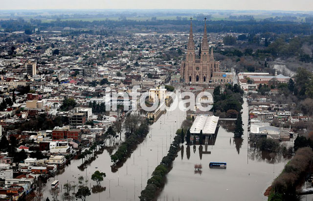 Hay alerta por sudestada, lo que podría complicar la situación en zonas inundadas