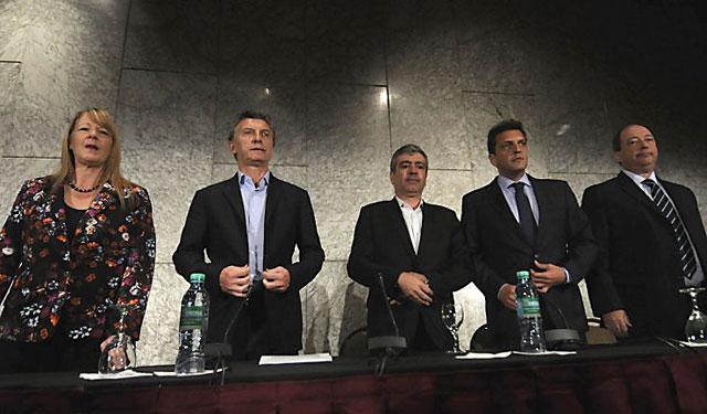 Tras el escándalo, la oposición unida le reclamó al Gobierno mayor transparencia electoral