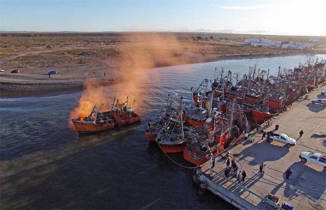 Protesta inédita: un piquete de barcos impide que otros salgan a navegar - Foto: Daniel Feldman